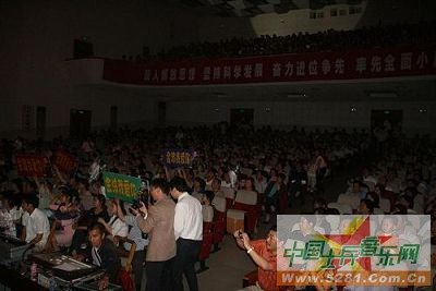 歌手金波江苏个唱军歌《班长的红玫瑰》受追捧