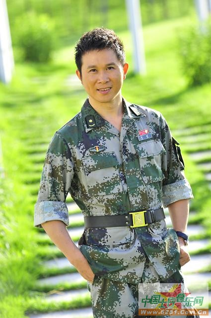 流行军旅歌手金波拍新专辑《当兵的兄弟》写真